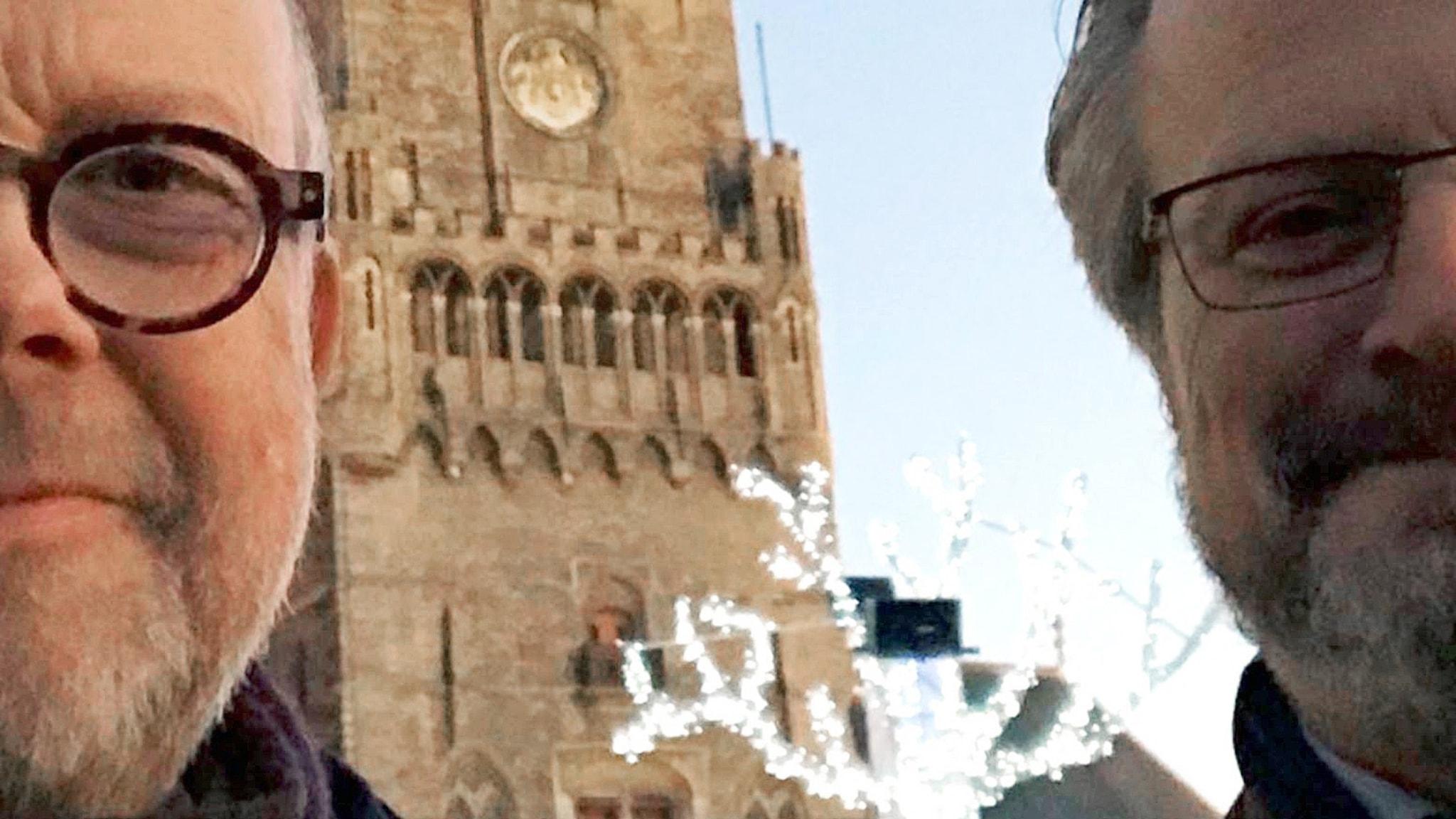 Gunnar Bolin och Karsten Thurfjell på stora torget i Vilnius
