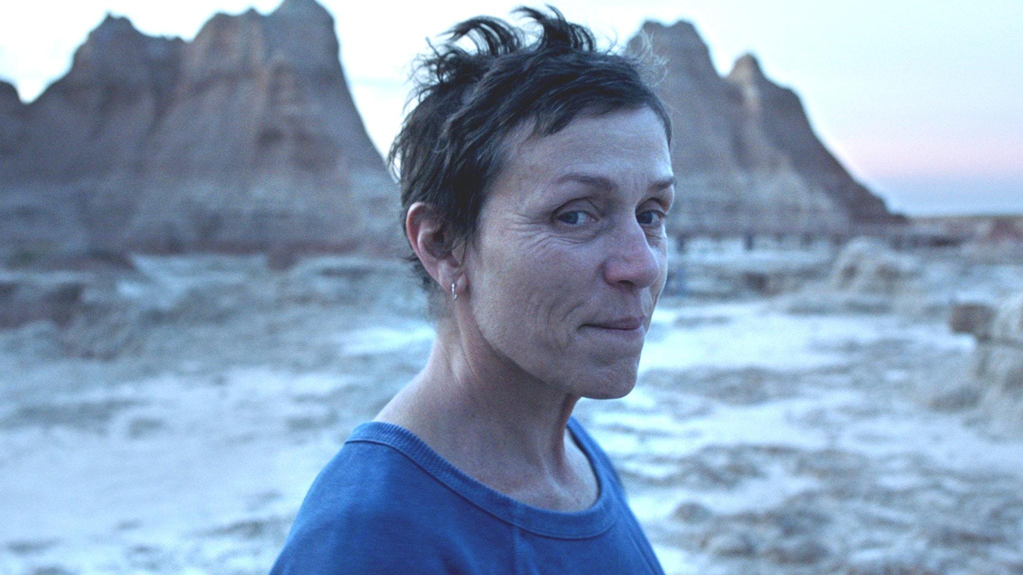 """Frances McDormand spelar huvudrollen i """"Nomadland"""" som vann Guldlejonet på filmfestivalen i Venedig."""