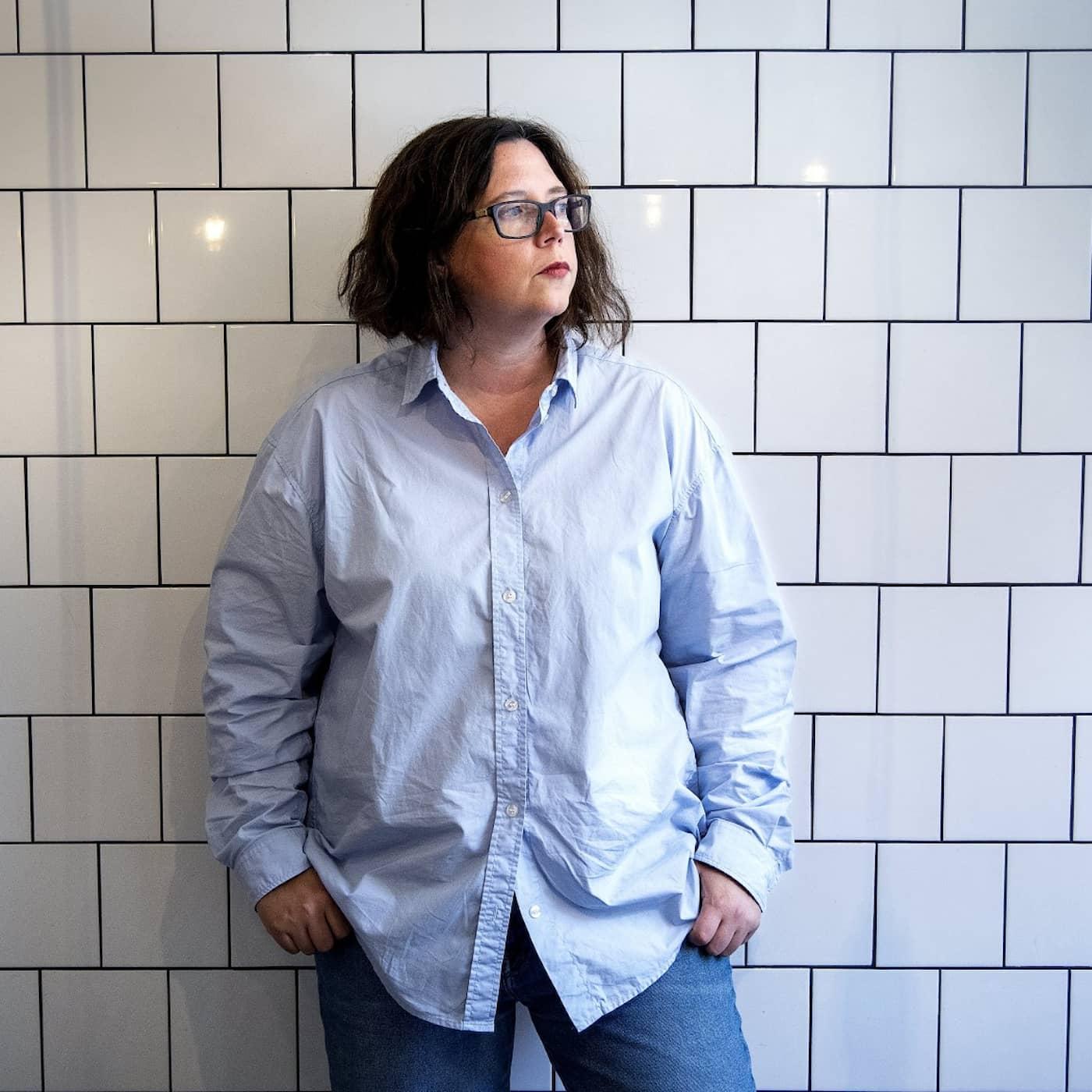 """Me too-hösten är här i litteraturen – om Elise Karlssons nya roman """"Smuts"""""""