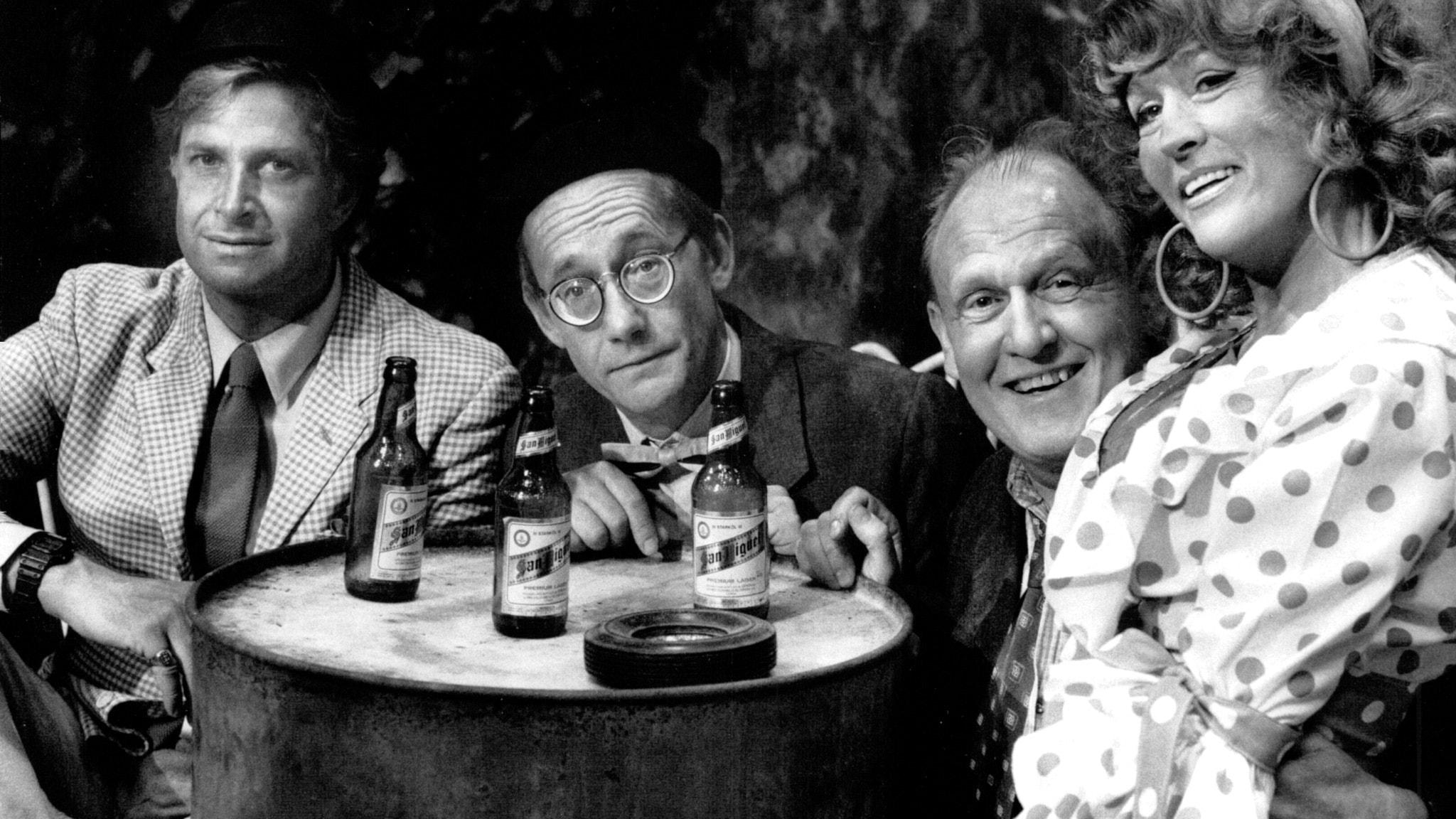 """Gösta Ekman (tvåa från vänster) tillsammans med Ulf Brunnberg, Björn Gustafsson och Birgitta Andersson i samband med inspelningen av """"Jönssonligan på Mallorca"""""""