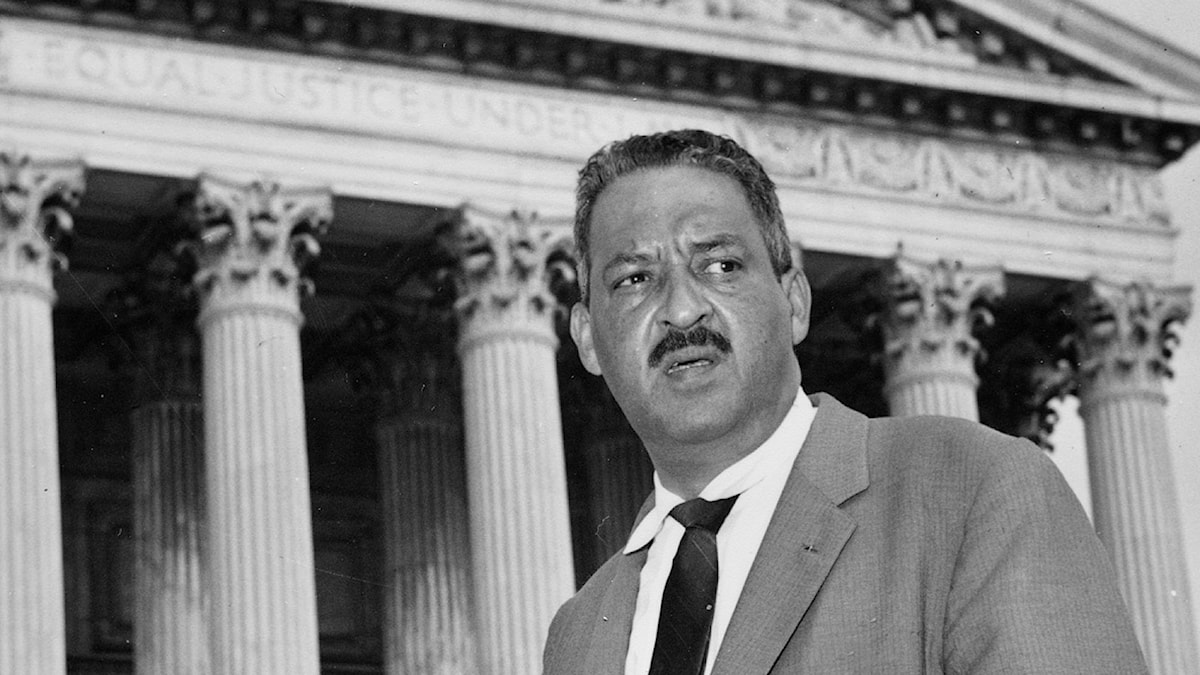 Den verkliga Thurgood Marshall utanför Supreme Court