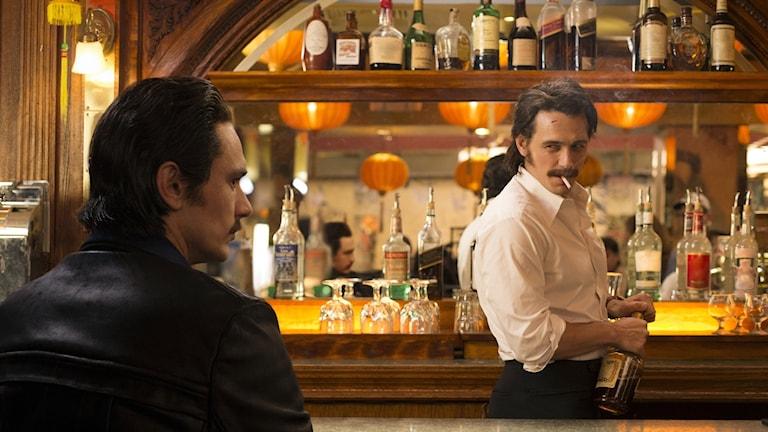 """James Franco som tvillingarna Vincent och Frankie Martino i HBO-serien """"The Deuce"""". Foto: HBO via AP"""