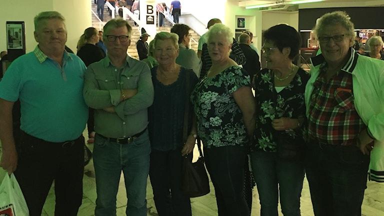Ruotsinsuomalaisia kävijöitä asunovaunumessuilla Jönköpingissä.