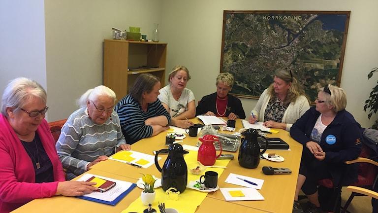 Sju kvinnor i ett planeringsmöte