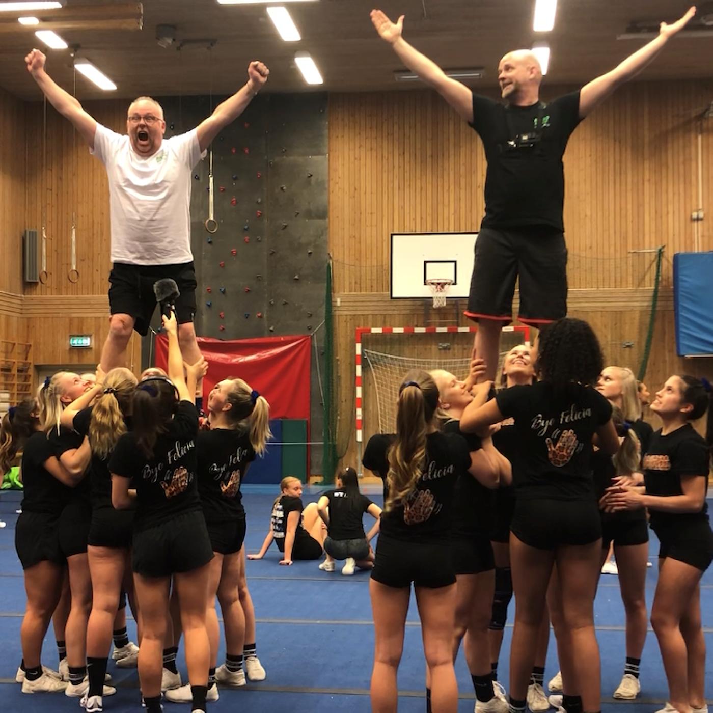 Persson och Marhlo testar cheerleading