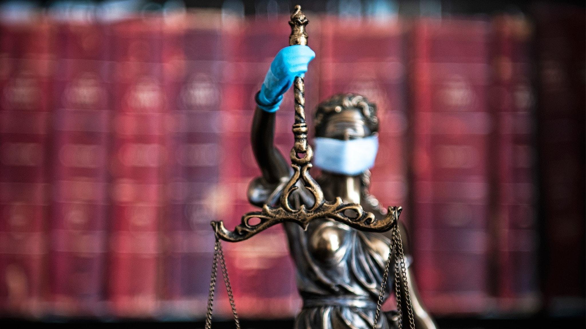Justitia med munkavel