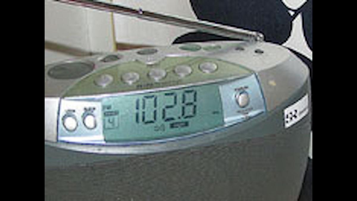 Radioapparat med 102,8 inställd. Foto: Sveriges Radio