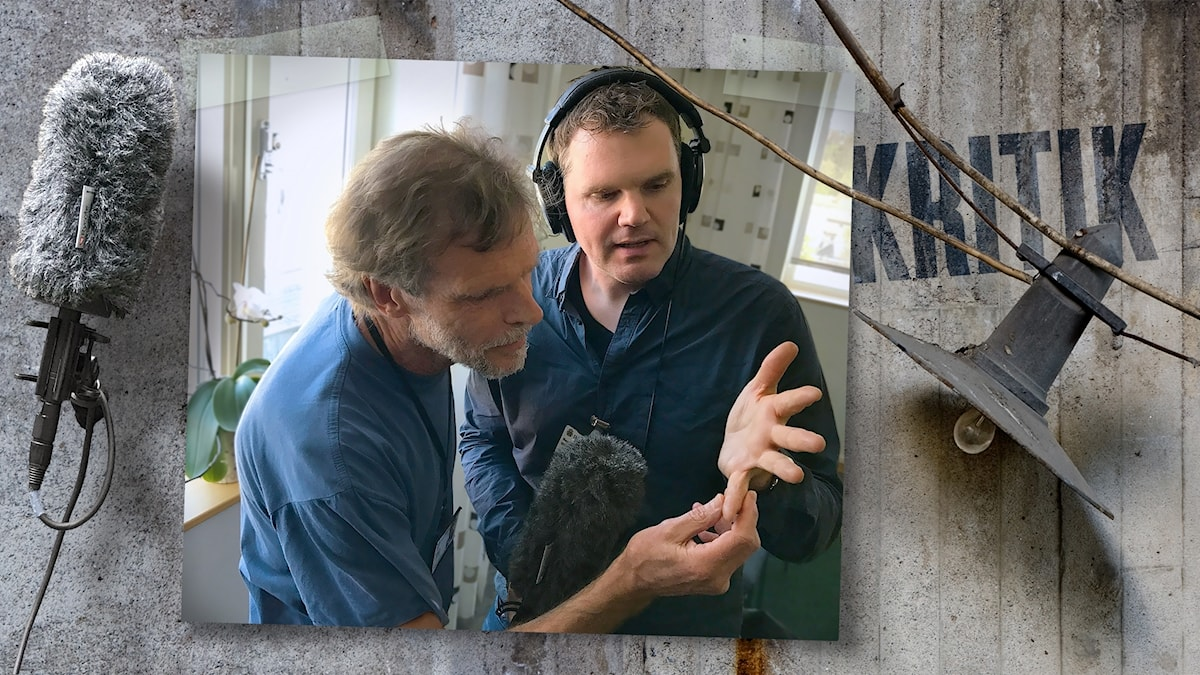 Svante Lagman från Nationellt forensiskt centrum tittar närmre på Kjells fingeravtryck.