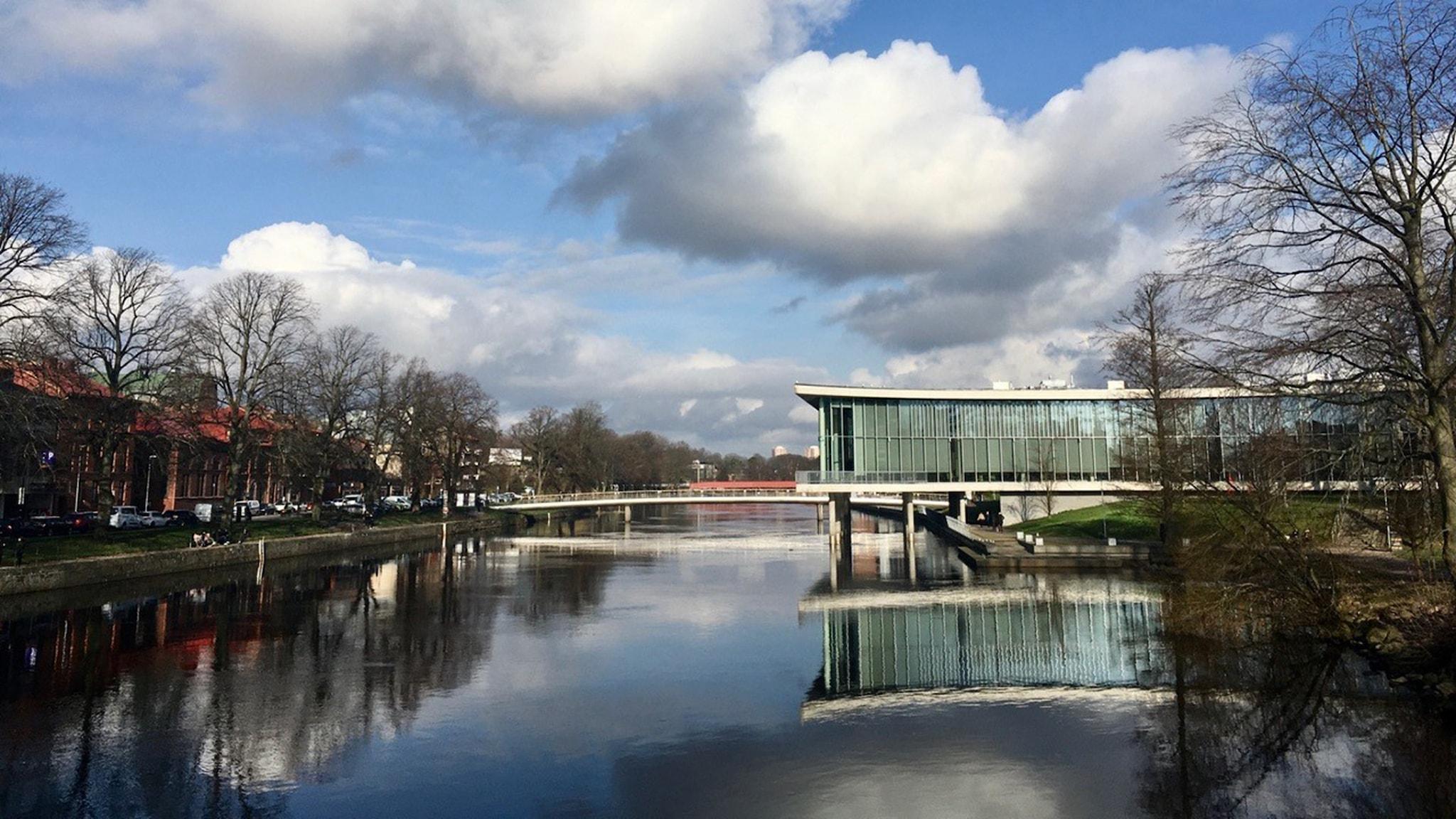 Stadsbiblioteket i Halmstad är ritat av Schmidt Hammer Lassens arkitektkontor.