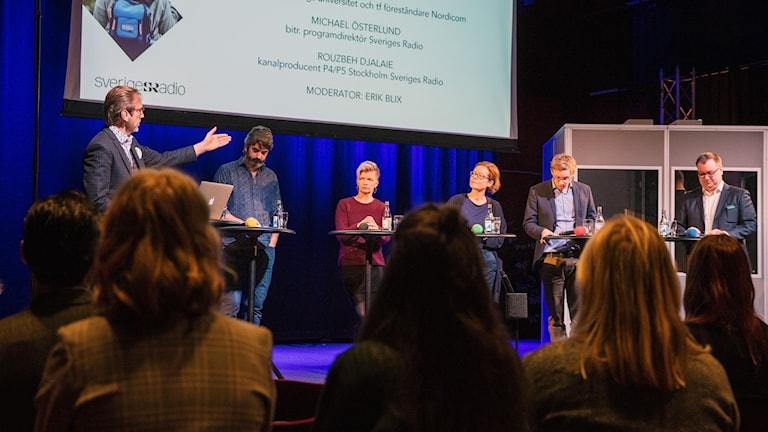 Medverkande: Rouzbeh Djalaie, Anna Körnung, Anna Lindberg, Jonas Ohlsson och Michael Österlund Studio 4 Radiohuset Stockholm