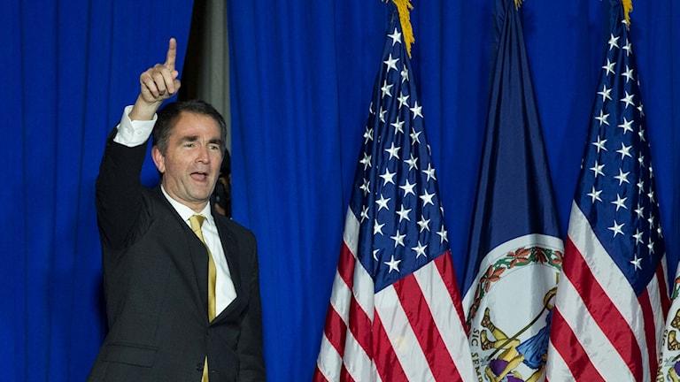 Demokraten Ralph Northam firar valsegern.