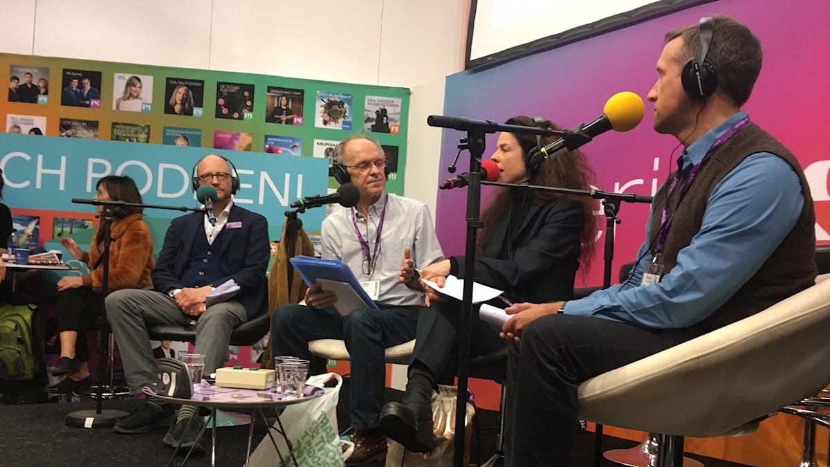 Göran Everdahl, Jessika Gedin och Per Naroskin med Ingvar Storm på Sveriges Radios scen på bokmässan.