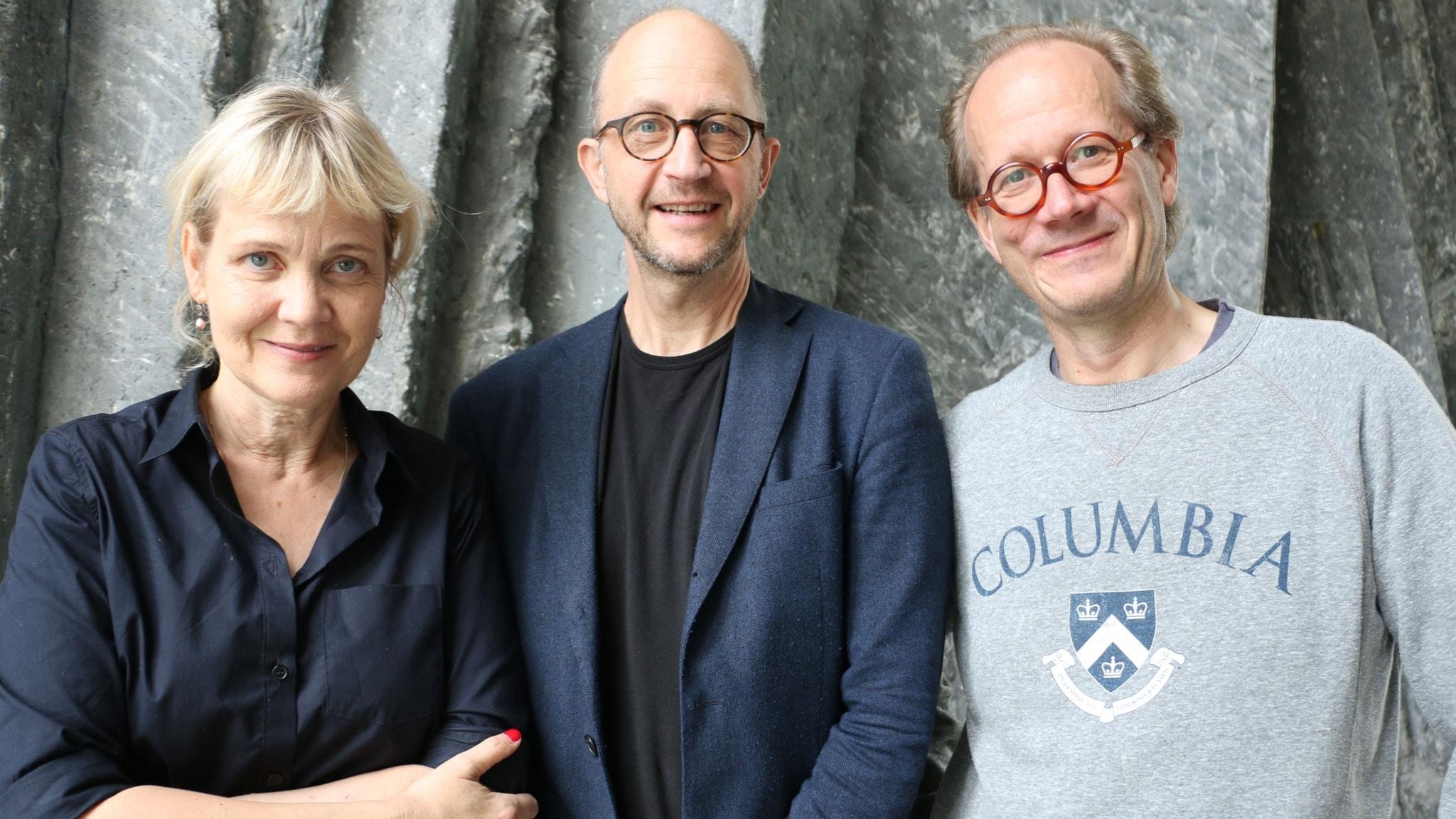 Gruppbild på Gabriella Ahlström, Per Naroskin och Johan Hakelius som är veckans spanare ...