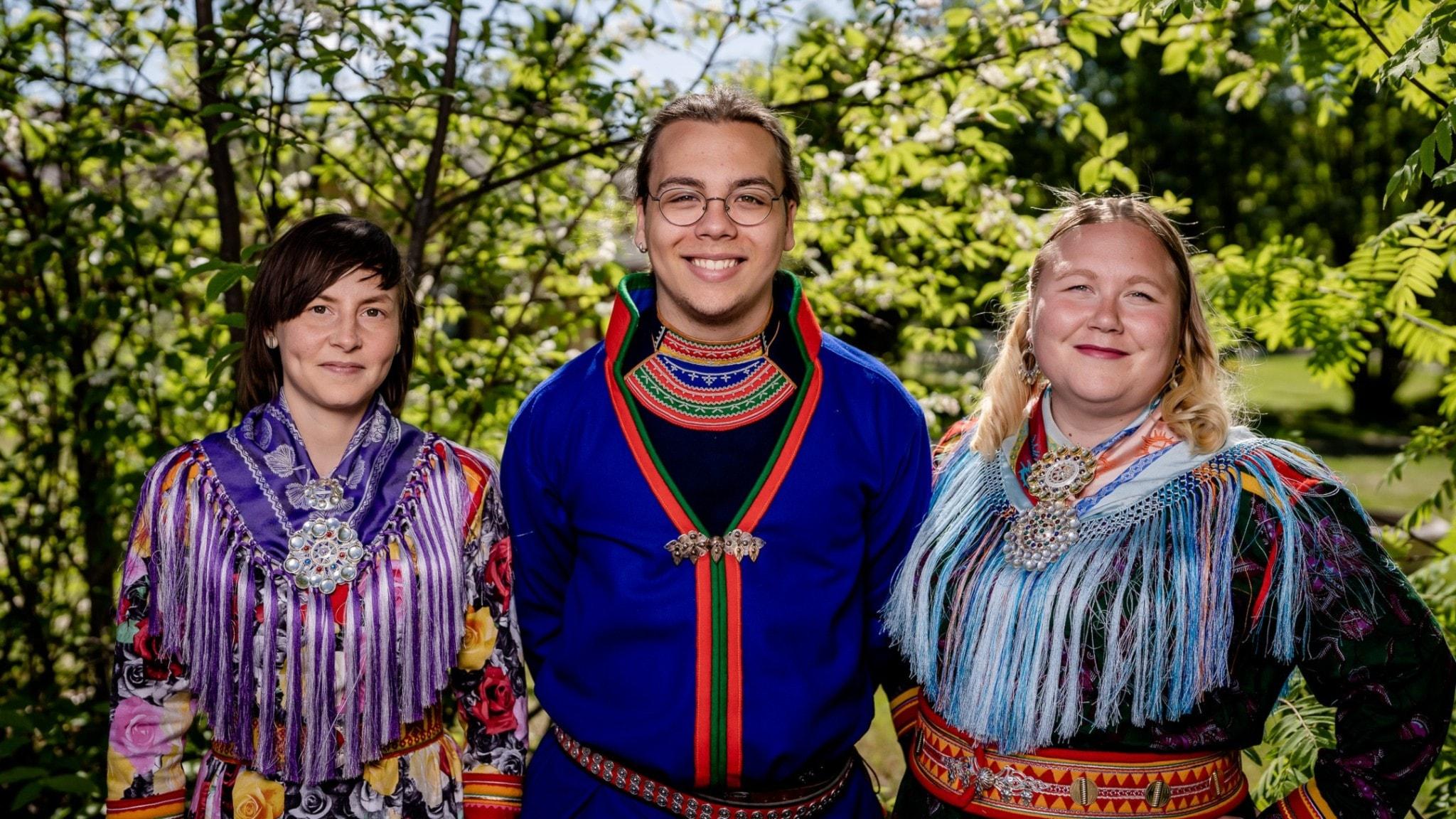 Girjemiella med Lea Simma, Heaika Wollberg Wuolab och programledaren Anne-Marit Päiviö