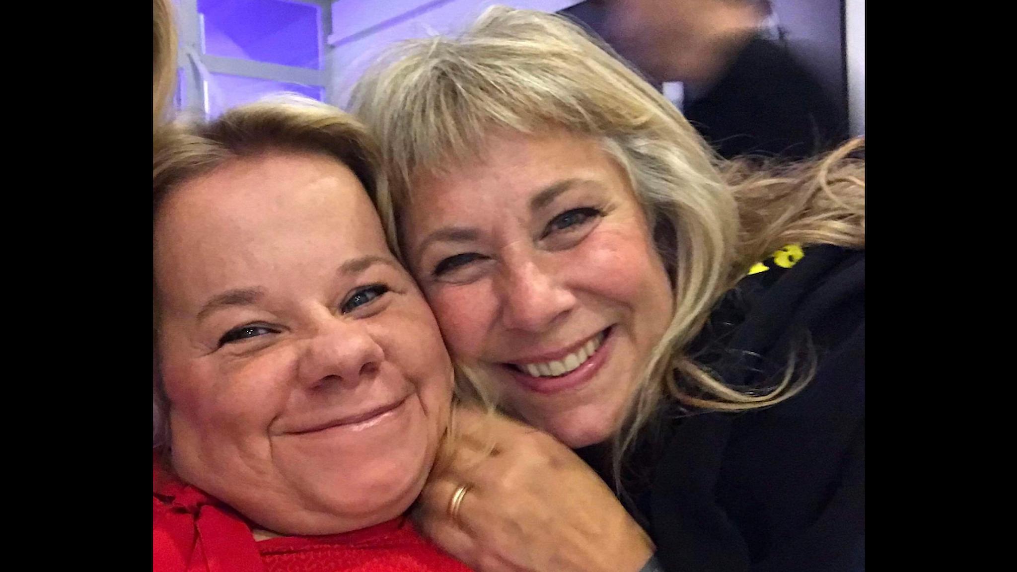 Veronica Hedenmark tillsammans med Stina Wollter. Foto: Selfie privat / SR.