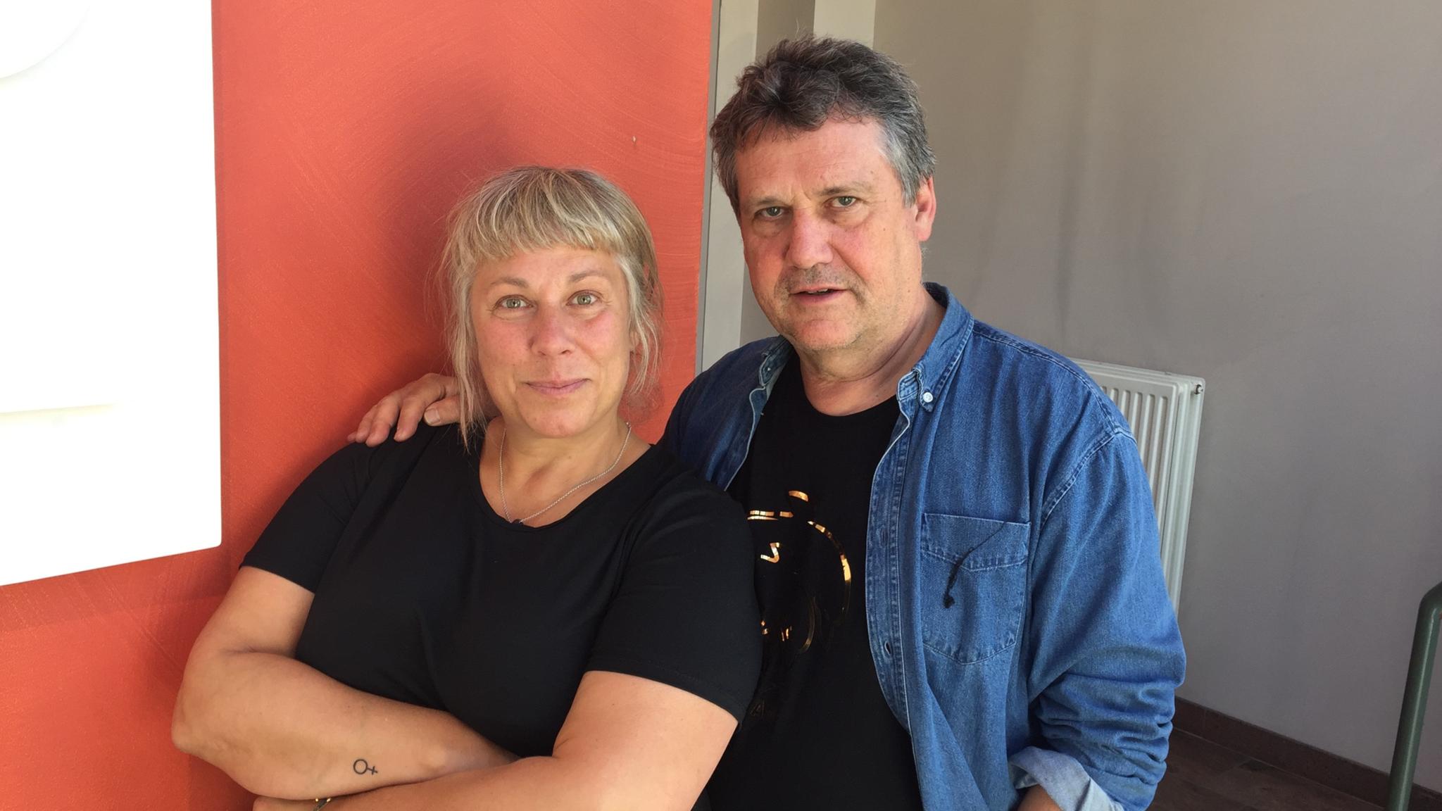 Stina Wollter möter forskaren och kroppsterapeuten Claes Ekenstam i ett samtal om kroppars historia. Foto: Johanna Fellenius / SR.