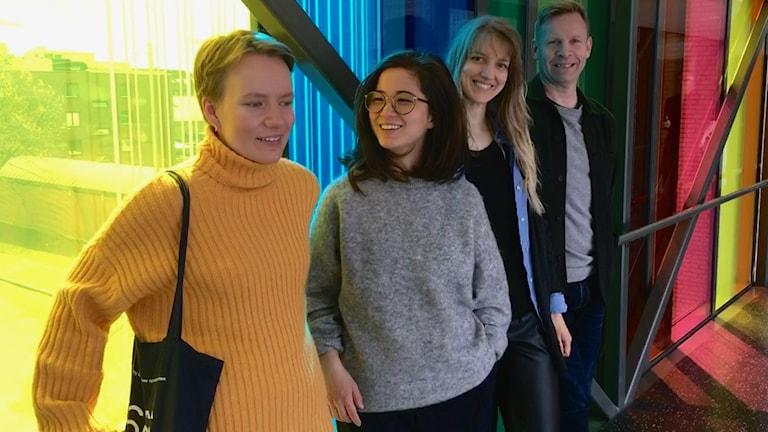 Tonsättareleverna Maia Viken, Anna Linh Berg och Guostė Tamulynaitė tillsammans med Rune Rebne. Foto: Birgitta Tollan