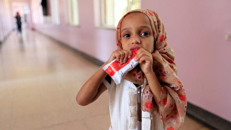Flickan behandlas mot undernäring på sjukhus
