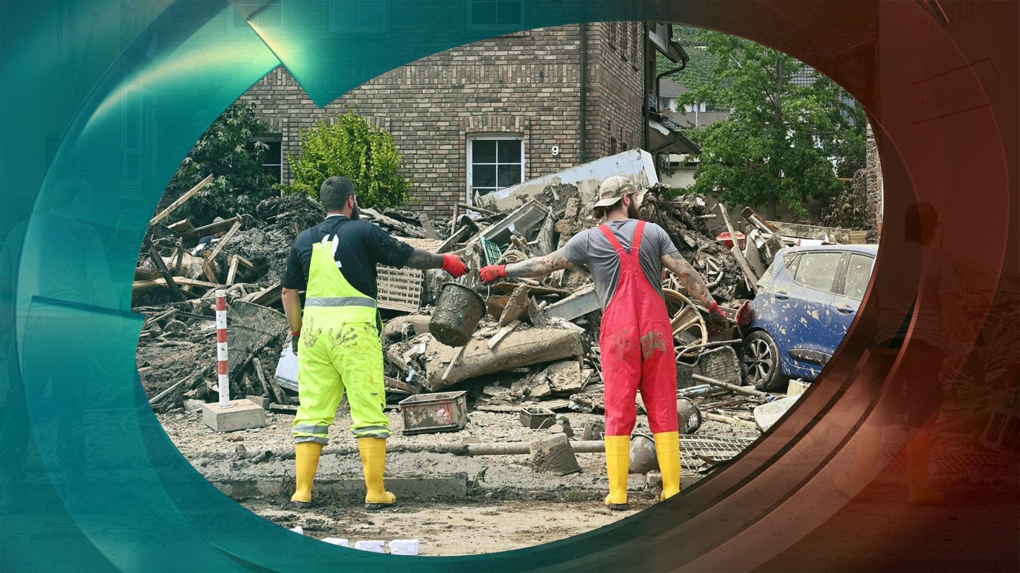 Tusentals hjälper till efter översvämningarna i västra Europa.