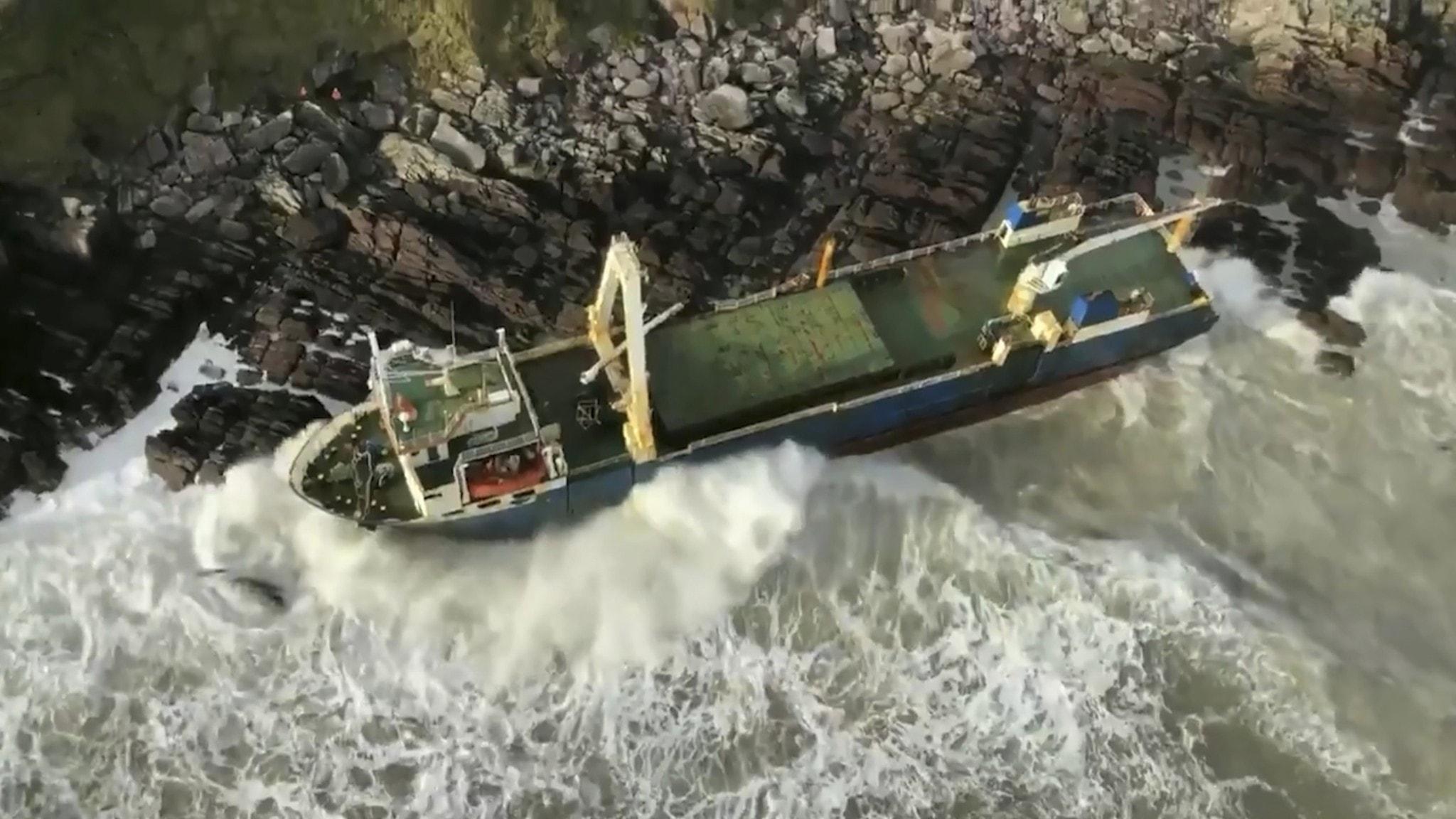 Spökskepp har blåst i land på Irland