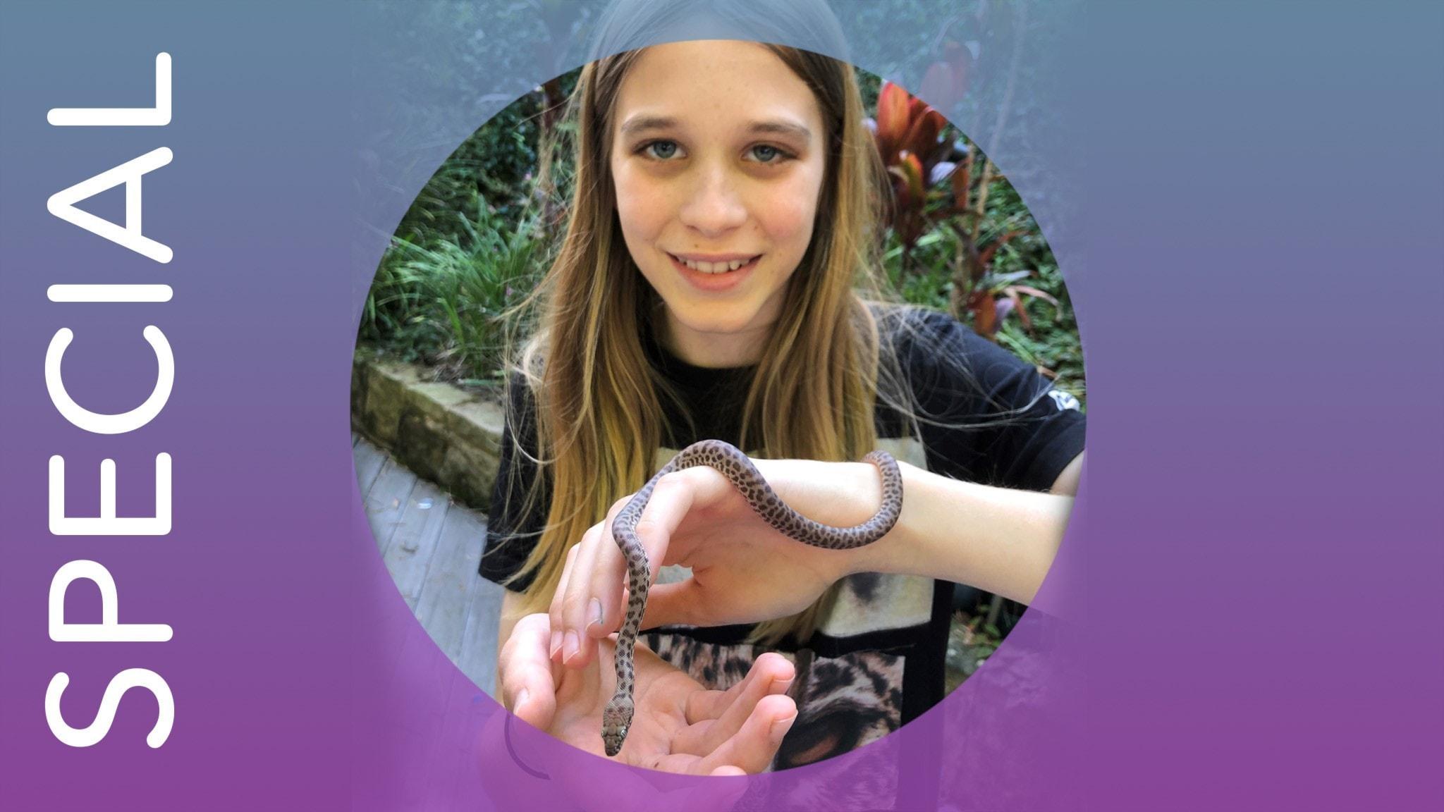 Oliver Klineberg i Australien med sin orm.
