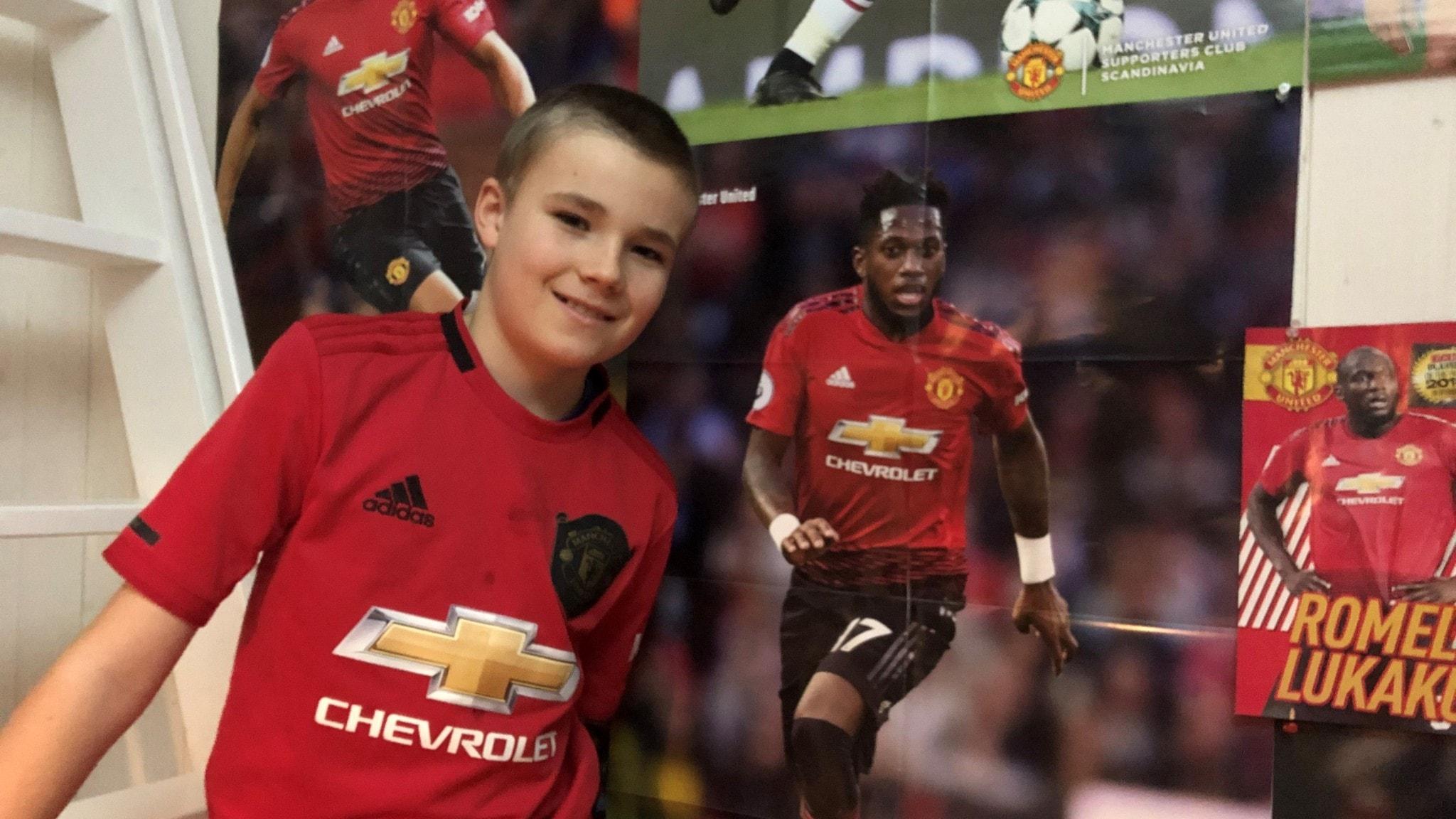 Elvaåriga Herman sa ifrån mot rasism och hyllas av spelarna  i Manchester United