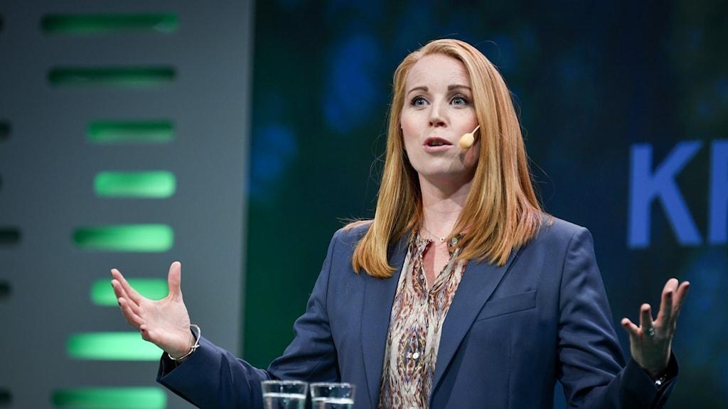 Annie Lööf (C) håller tal på partistämman.