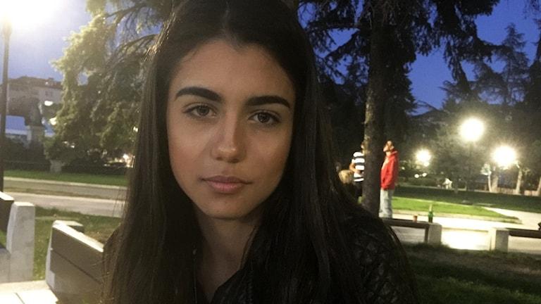 Sextonåriga Anna i Sofia i Bulgarien