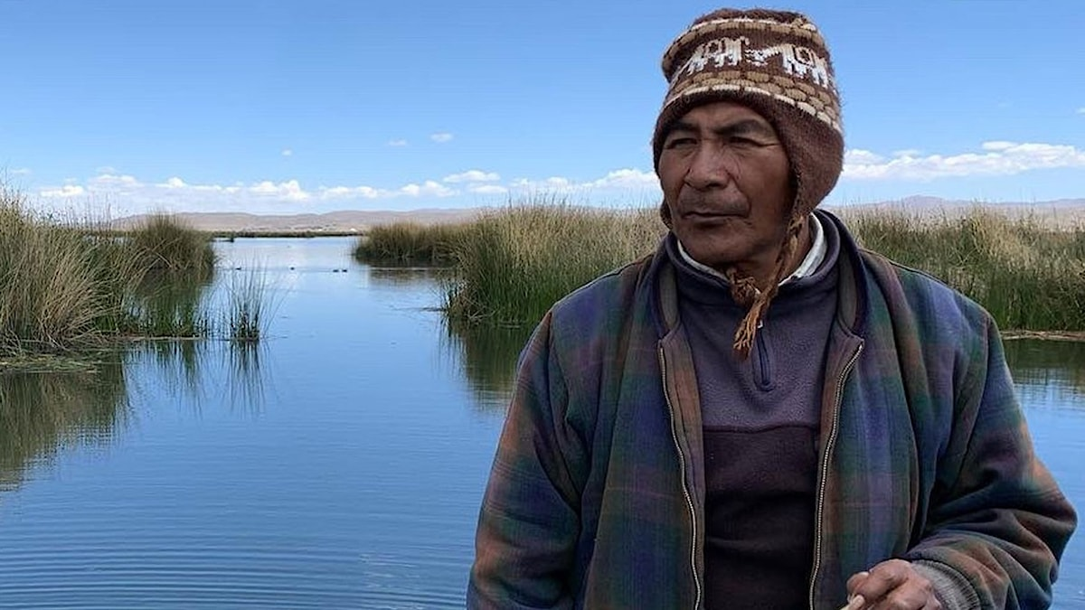 Fiskaren Celso Arratia bor vid Titicacasjön och märker hur den blivit mer förorenad. Det är svårare att hitta fisk nu än förr.