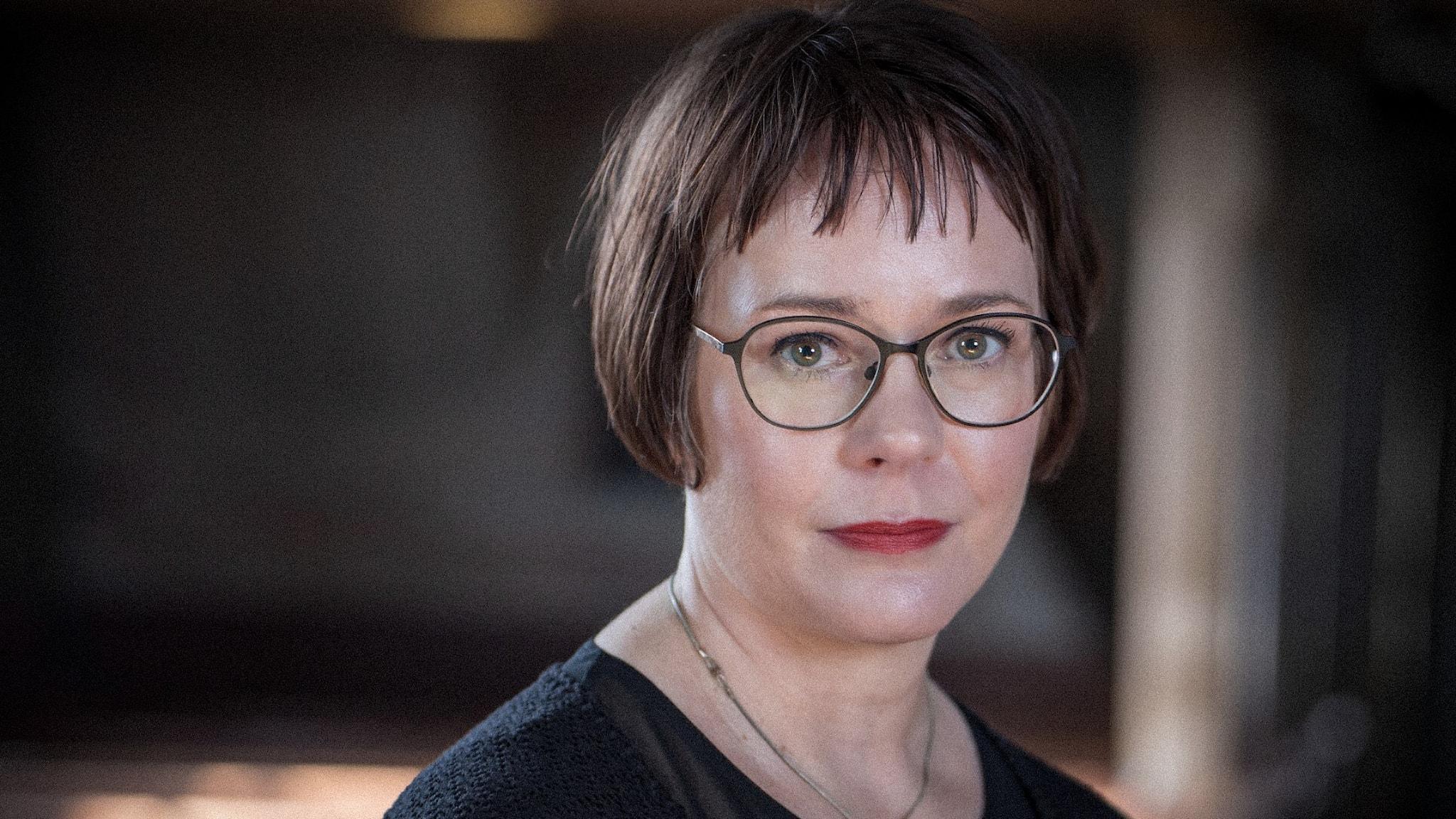 Porträttbild av författaren Elisabeth Östnäs.