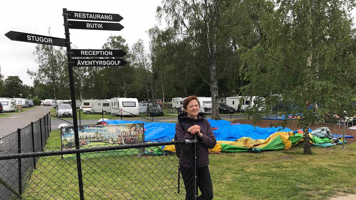 Psykologen Hanna Brolinson vid en campingplats. Foto: Christian Thulin.