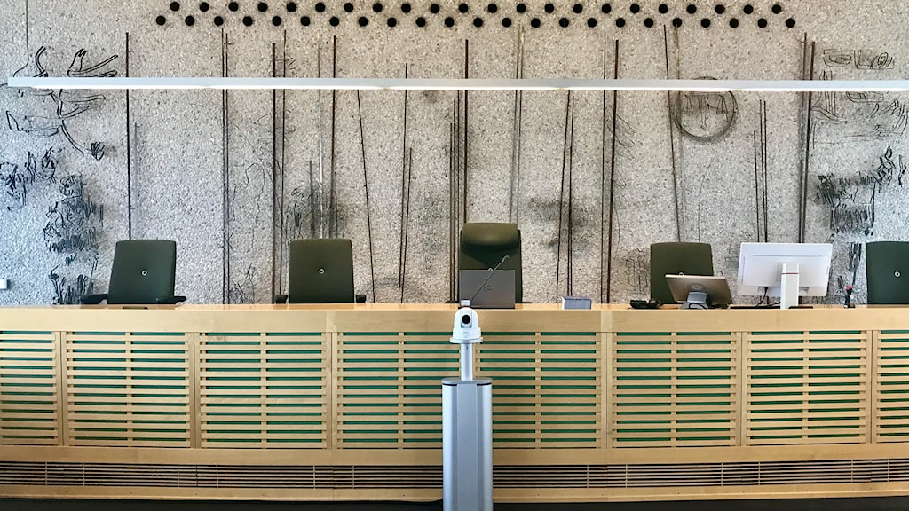 En tom sal i tingsrätten.