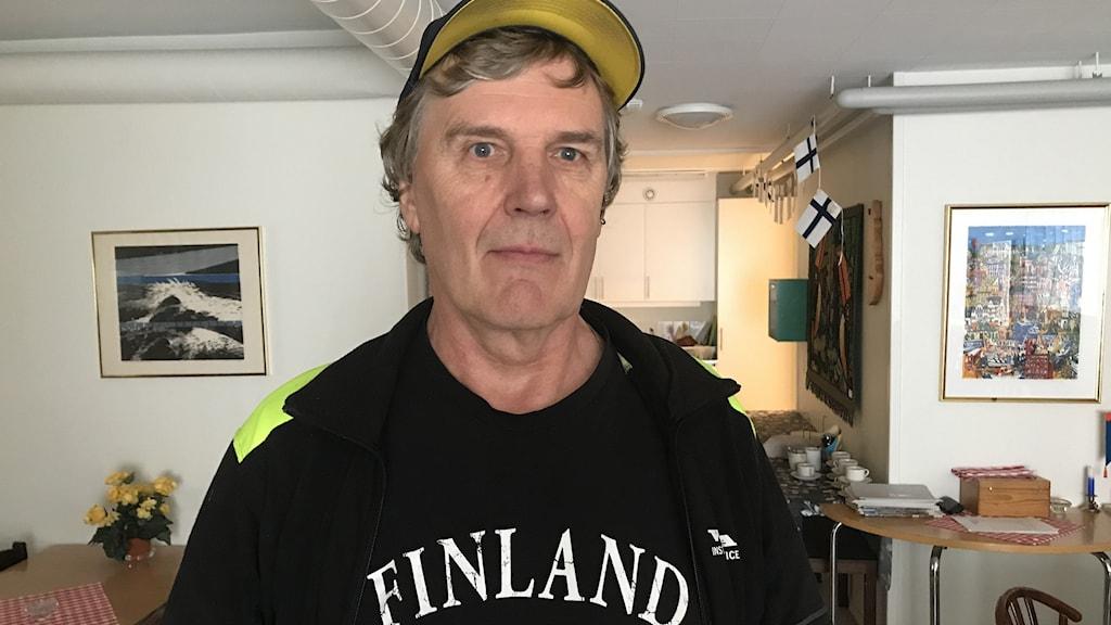 """""""Det finns många saker vad gäller språk och kultur, som behöver utvecklas. Både vad gäller barn och äldre. Men om det inte finns några samråd så kan det inte ske."""", säger Jukka Heino."""