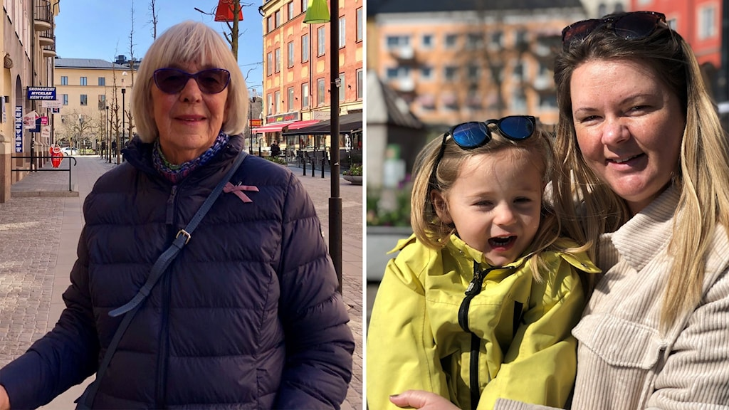 Tvådelad bild. Monika Åkerström, till vänster, står mitt i centrum och tittar in i kameran. Hon har en käpp i handen, scarf runt halsen och marinblåjacka, med ett  rosa-bandet brosch på vänster sida.  Emma sitter med sonen Milana i famnen. Hon har blont hår och beige jacka med solglasögonen på huvudet. Sonen Milana har en ljusgrön vindjacka på sig och solglasögonen på huvudet.