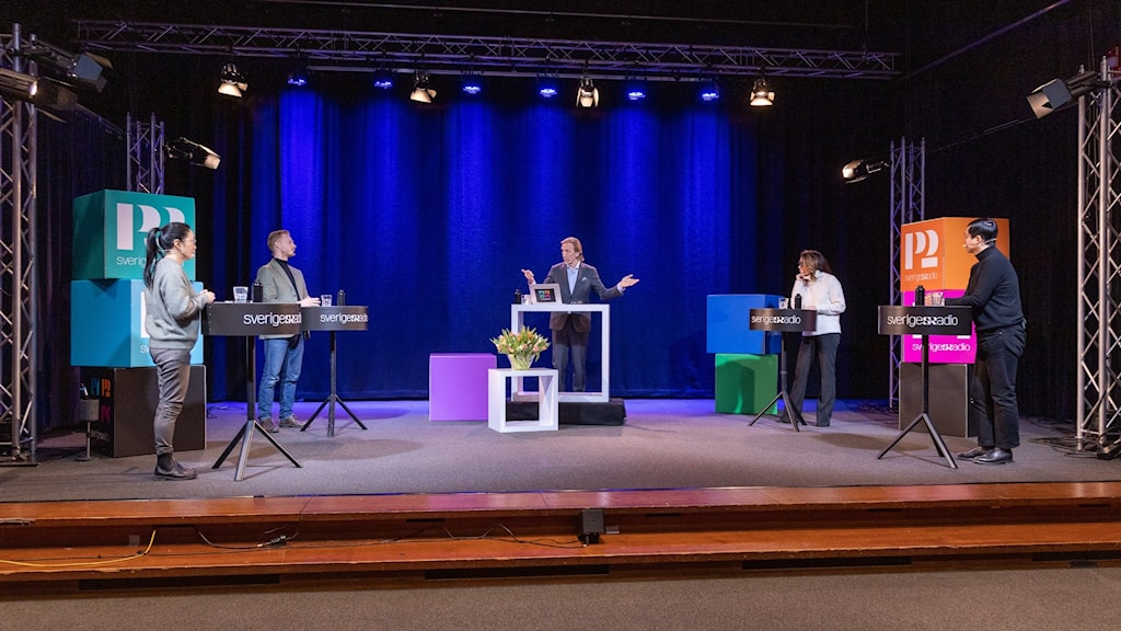 Panelen på scenen tillsammans i studio 4 i Radiohuset i Stockholm.