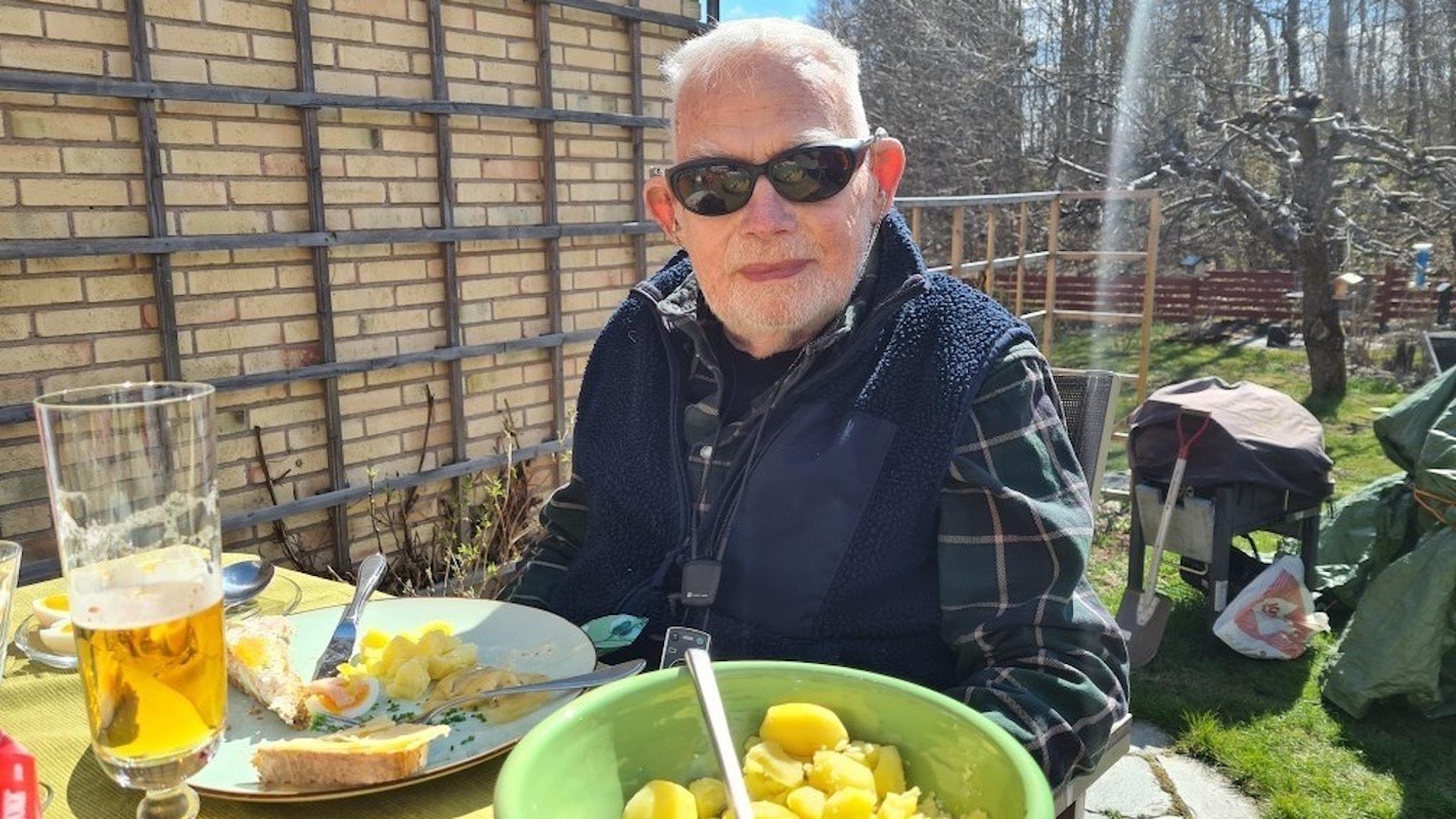 91-åriga Ingemar Grawé i Uppsala är en av dem som blivit sjuk i corona efter vaccinering.