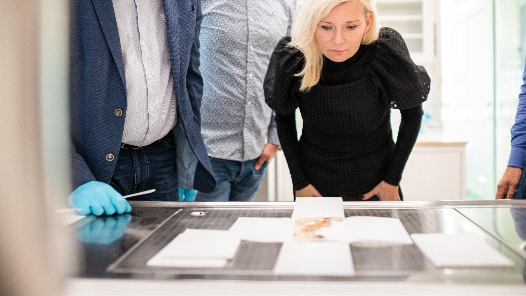 Bea Uusma lutar sig över ingenjör Andrées sista dagbok, som inte varit framme ur arkivet på 90 år.