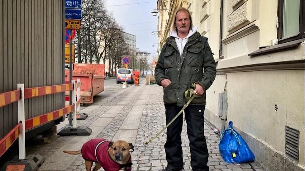 Erik och hunden Sessan.