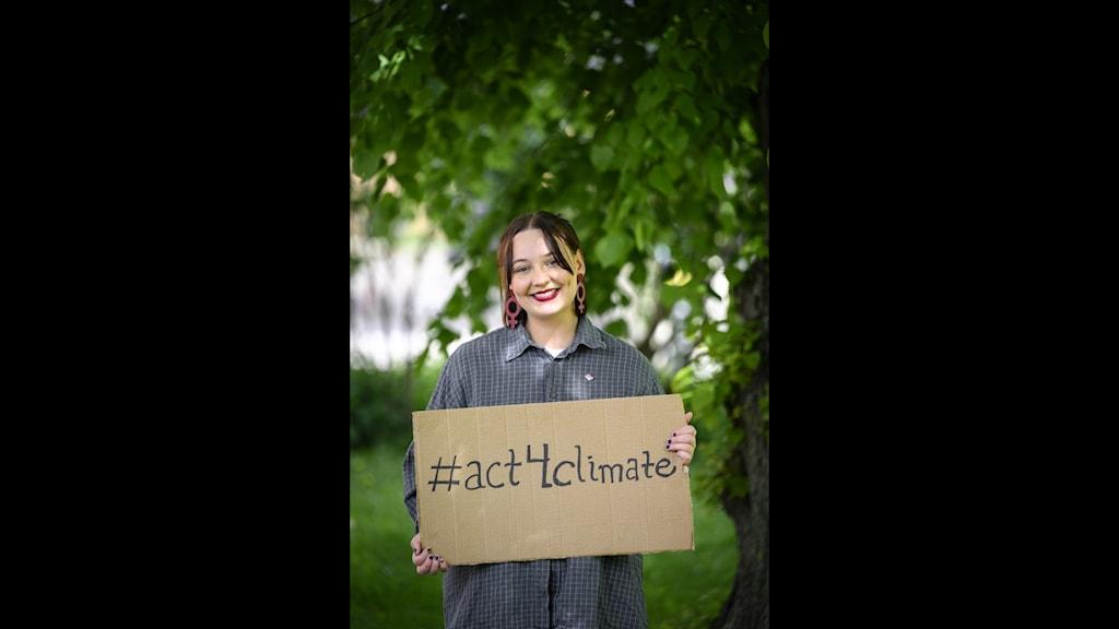 26-åriga Tova Lindqvist, representant för Act Svenska Kyrkan, ska vandra en del av vägen till Glasgow. Hon tror att det kan göra stor skillnad för klimatarbetet när människor samlas på det här sättet.