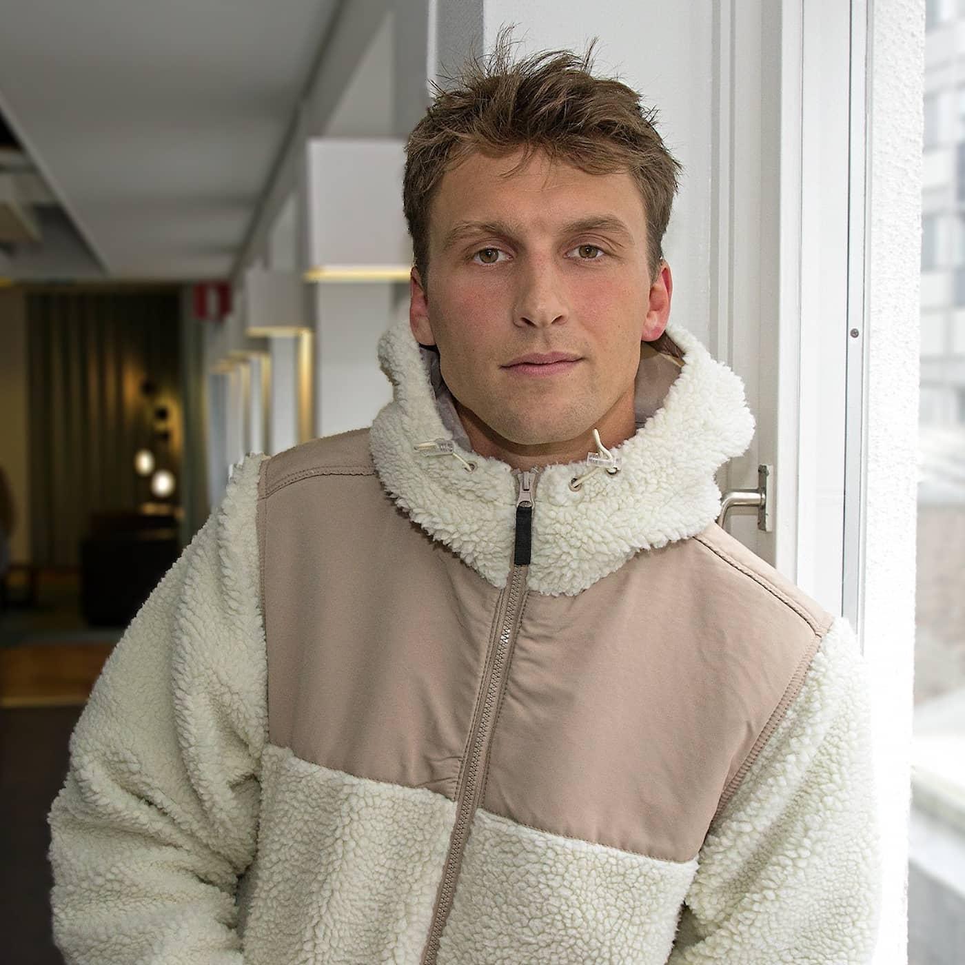 Ridsportprofilen Carl Hedin gick från retad för sitt hästintresse till svensk ridsports nya stjärnskott