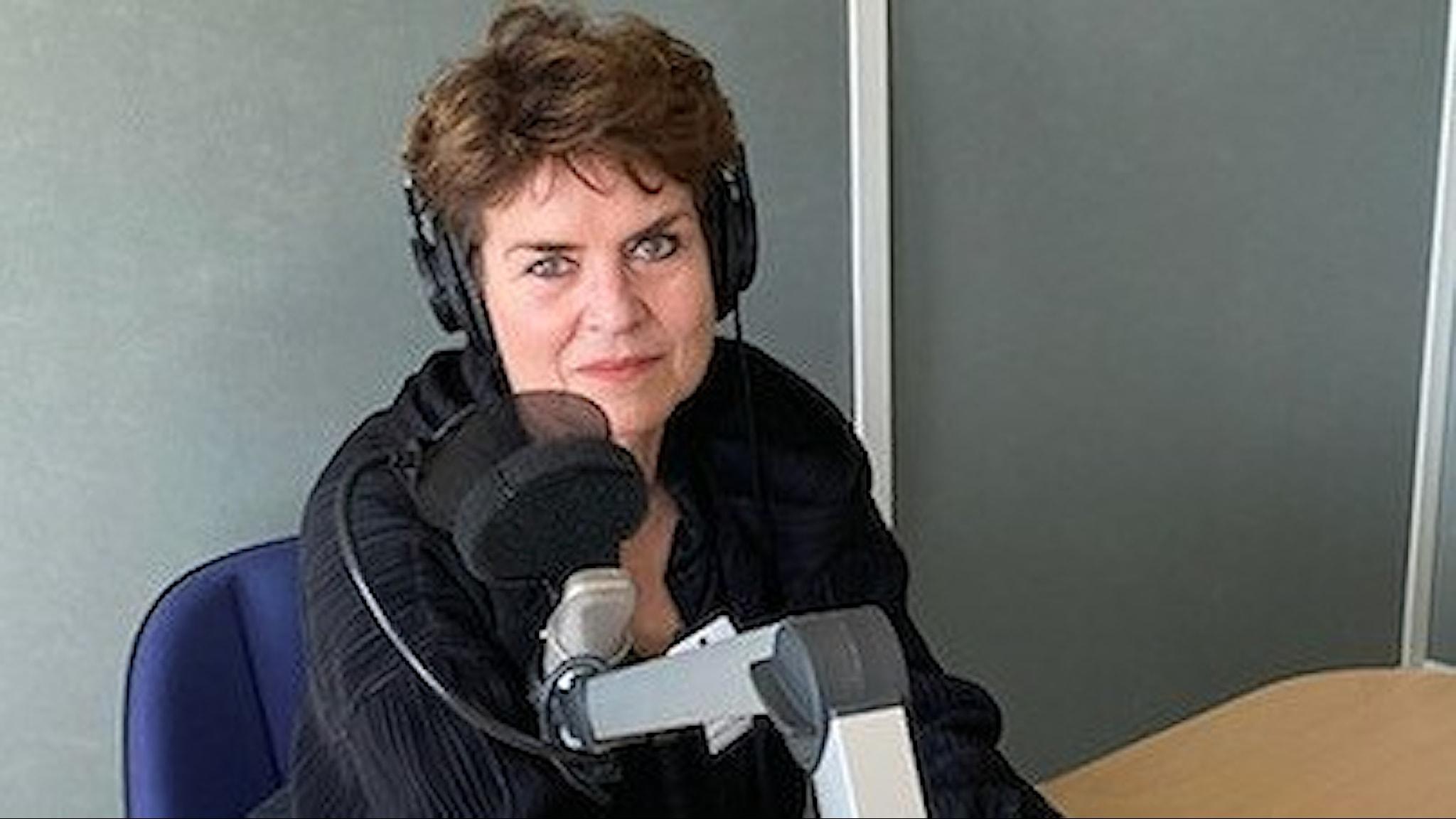Ullakarin Nyberg i studion.