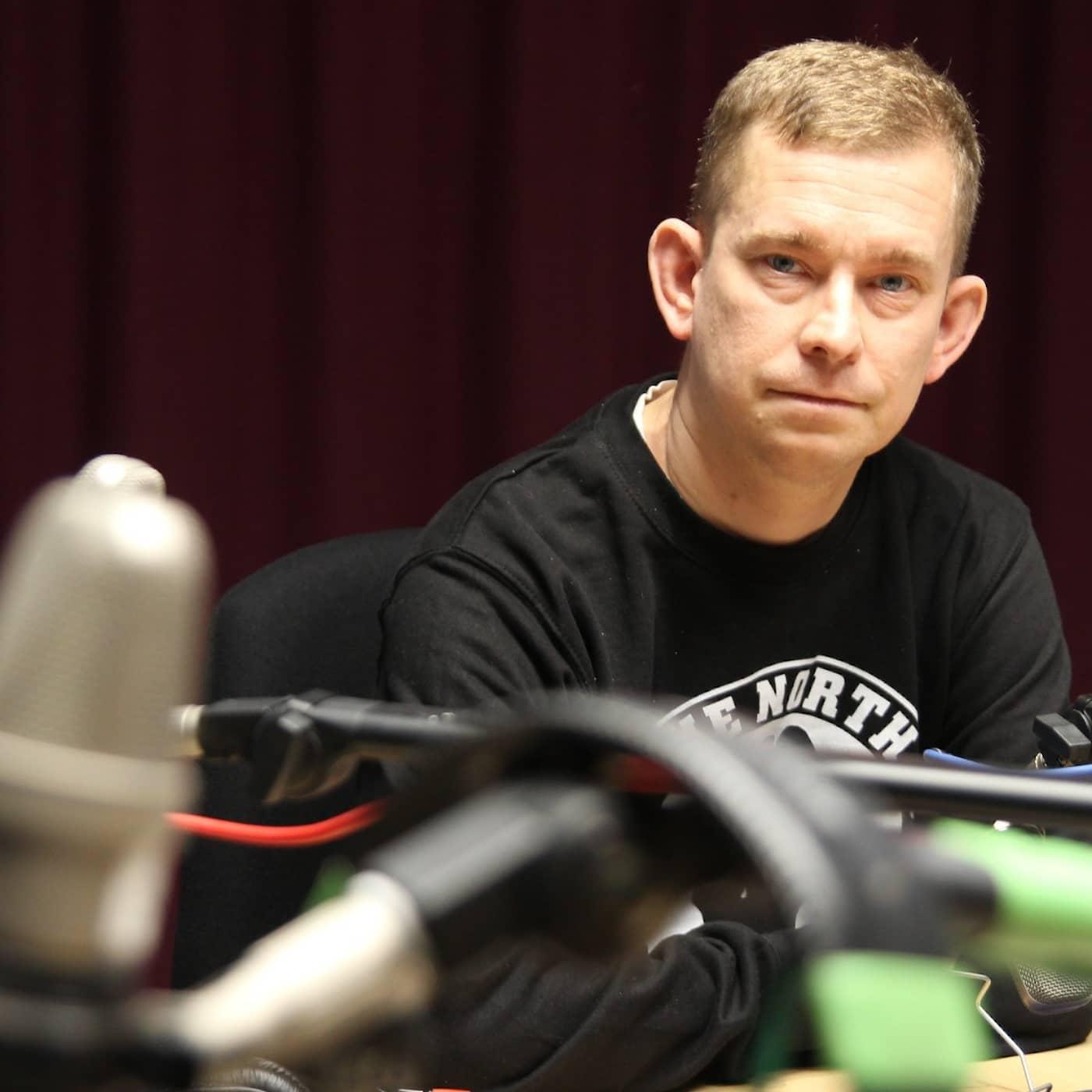 Erik Niva ger sig ut på poddturné: Skräckblandad nyfikenhet
