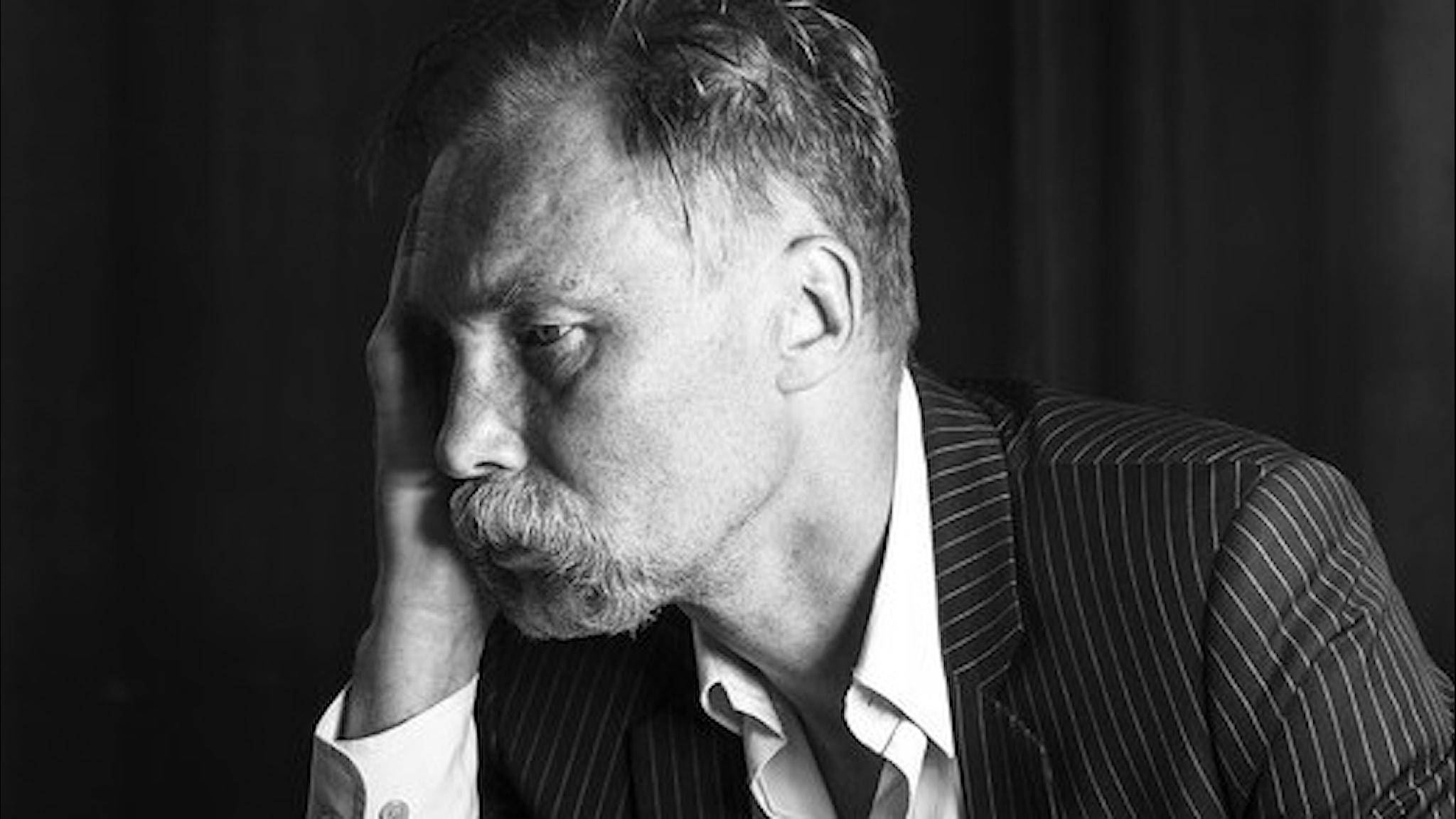 """Poeten och psykoanalytikern UKON, Ulf Karl Olov Nilsson, är aktuell med boken """"Röstautograferna""""."""