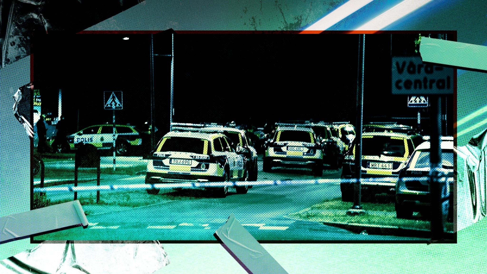 Polisbilar står uppradade
