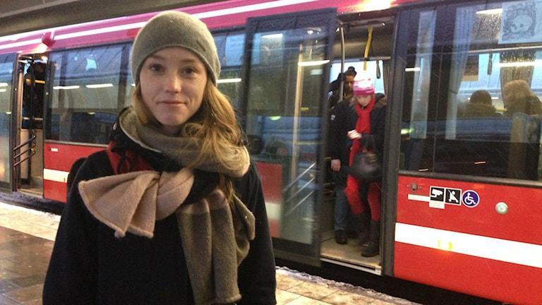 Dalaröbon Julia Lindelöf är kritisk till att buss 869 kan komma att dras om. Foto: Siri Hill/Sveriges Radio