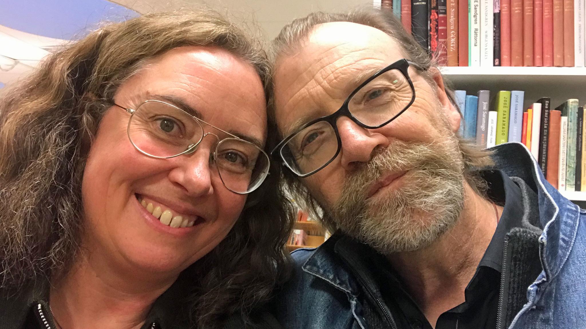Reporter Anna Tullberg och författaren George Saunders