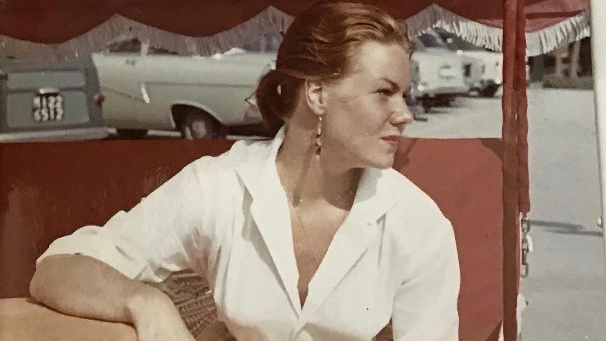 Birgitta Stenberg i en hammock på Rivieran