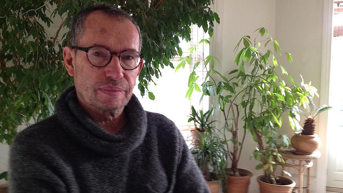 Författaren Carsten Jensen menar att många danska intellektuella rört sig åt det hållet makten drar. Foto: SR