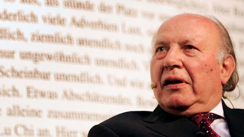 Imre Kertész vid bokmässan i Basel 2007. Foto: Georgios Kefalas
