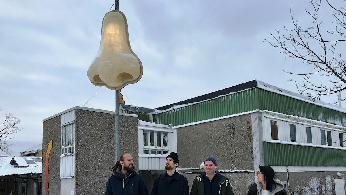Konstnärskollektivet muf från London har gjort en lysande näsa i Jordbro